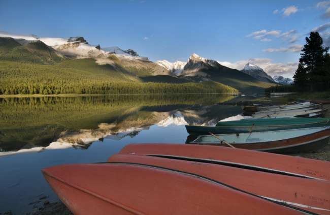 Boats parked on the lakeshore of Maligne Lake, Jasper National Park, Jasper Canada