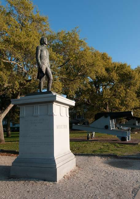Charleston, South Carolina, USA.  A statue to the Major General William Moultrie given to Charleston by the socity of the Cincinnati of the State of South Carolina and the Socity of Colonial Wars of the State of Couth Carolina.