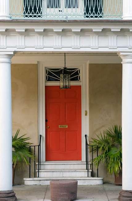Charleston, South Carolina, USA.  An entryway in historic Charelston.